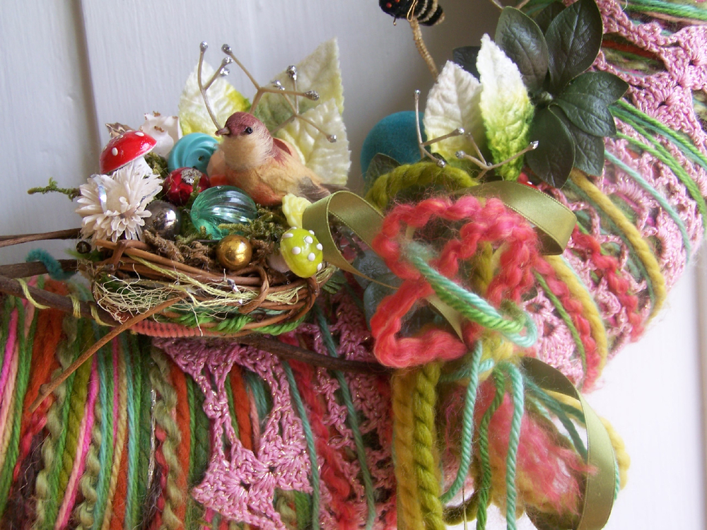 Birds & Bees Yarn Wreath, detail