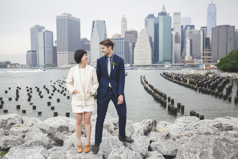A great wedding couple photograph with Manhattan in the background.