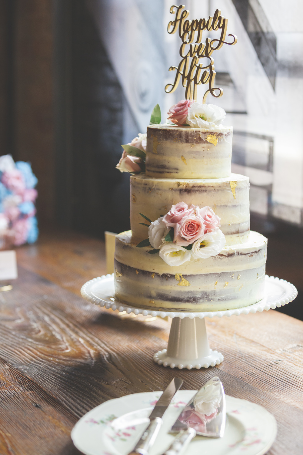 Beautiful wedding cake photography.