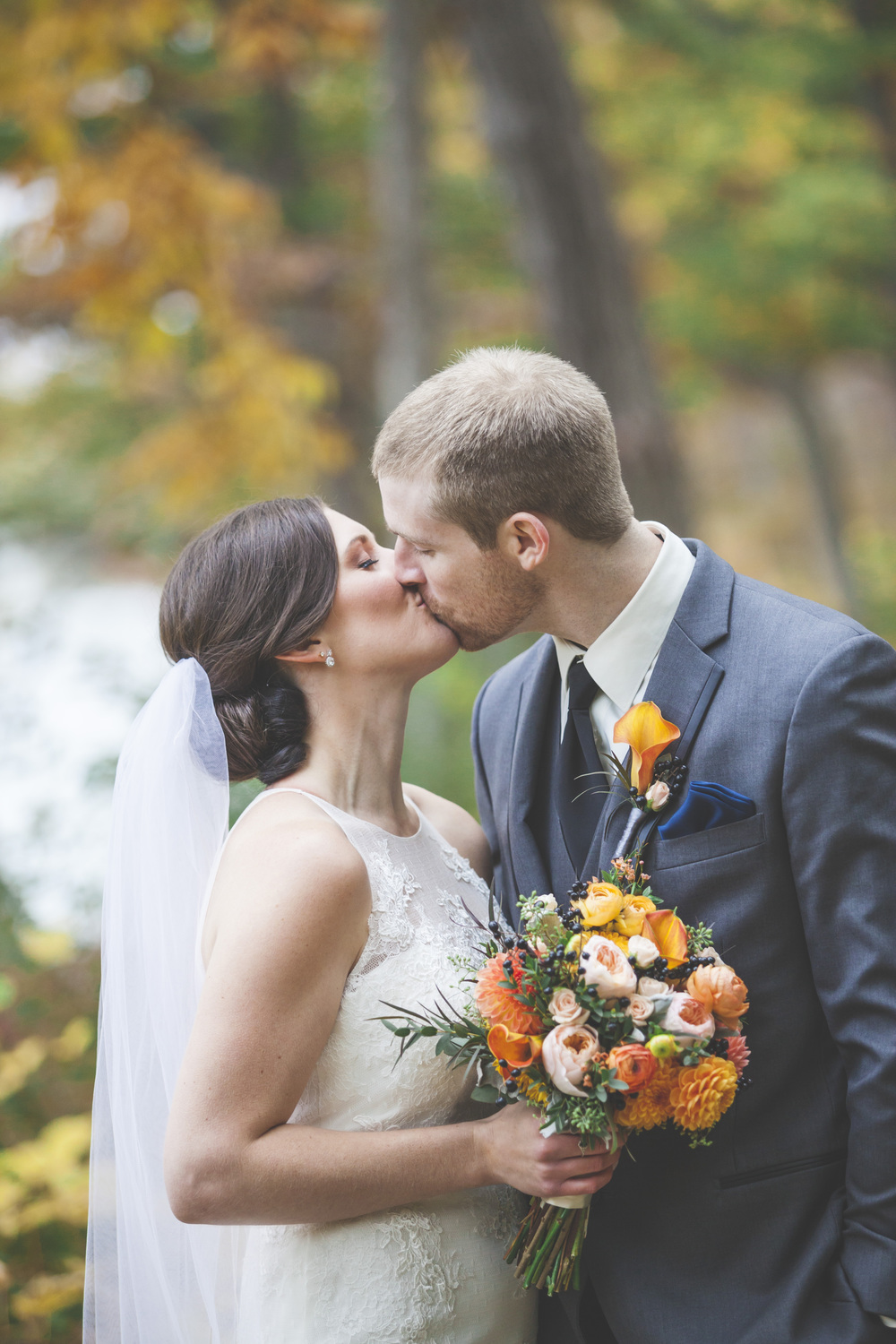 A wedding kiss photograph in Mohawk Park Brantford.