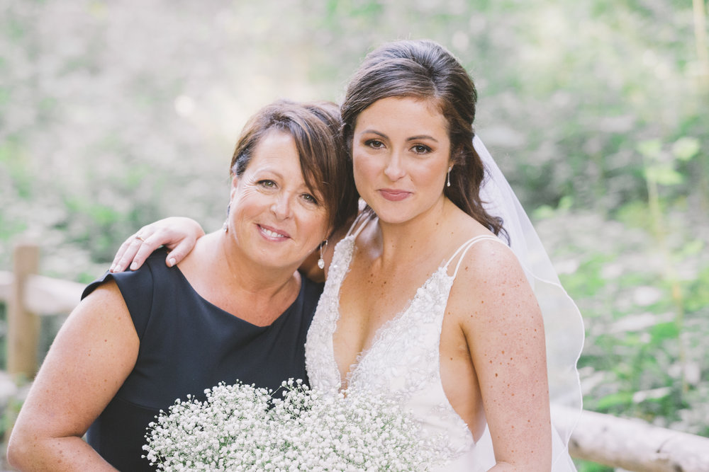 Mother and daughter photo on the wedding day.