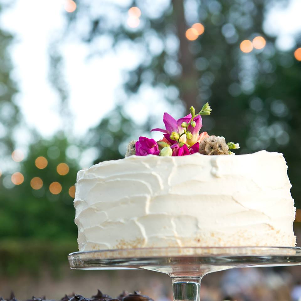 BATCH bakeshop small wedding cake photo by Ifong Chen Photography.jpg