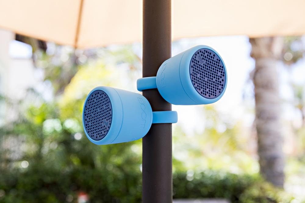 polk_boom_swimmer_duo_jr_bluetooth_waterproof_speaker_stereo_lifestyle_037.jpg