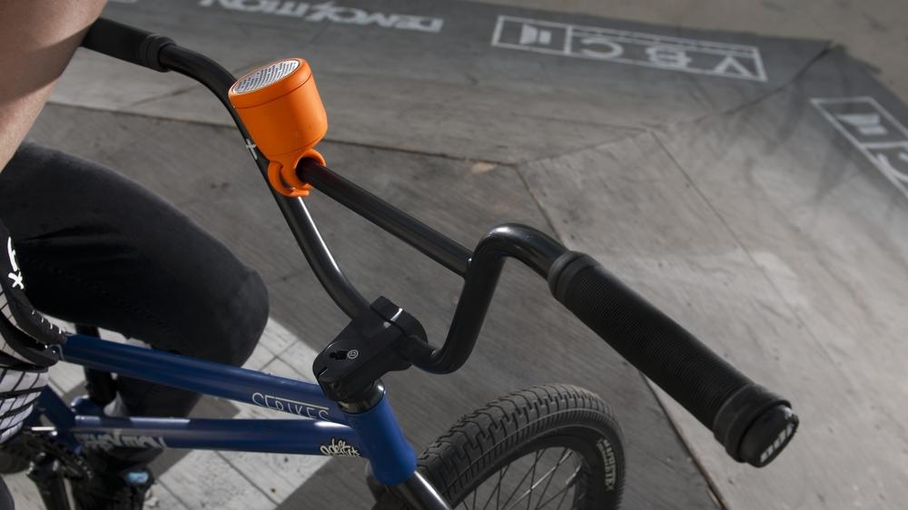 polk_boom_swimmer_duo_jr_bluetooth_waterproof_speaker_bike_lifestyle_084.jpg