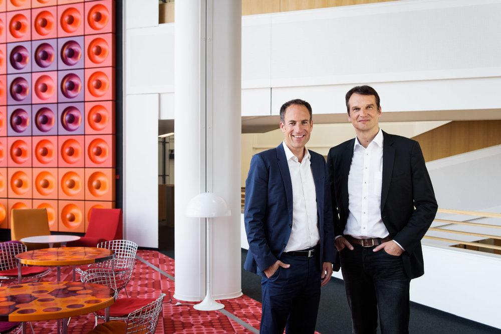 SPIEGEL-Chefredakteure Klaus Brinkbäumer (r.) und Florian Harms - für Medienbroschüre der Stadt Hamburg