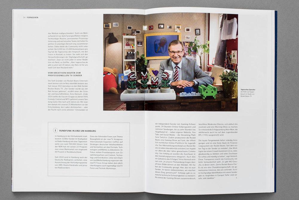 Medienbroschüre für die Stadt Hamburg, Tagesschausprecher Jan Hofer im Studio des youtube-Kanals Rocket Beans TV
