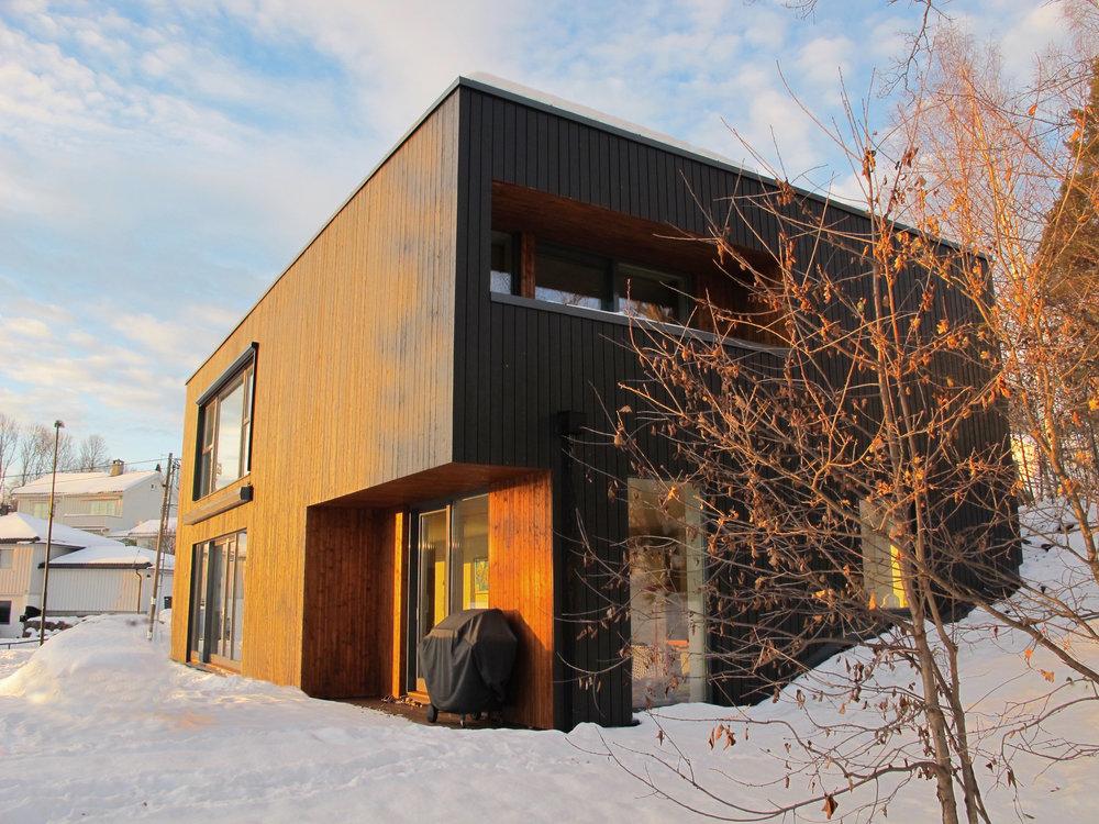 Haugboveien 3. Les mer om prosjektet her: http://www.fjordarkitekter.no/prosjekter/#/haugboveien/