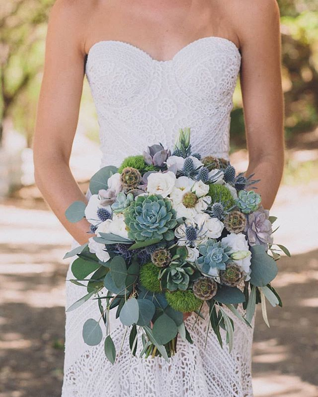 #Repost from @weddingchicks. Bridal styling is on point! * Pro Tip * the style of your #weddingbouquet should reflect the style of your #weddingdress. Just like our next #realbride. See the rest of her #bohochic #outdoor wedding 🌵 Link IN profile 🌵 Captured by #wcvendor @mandephoto All the #weddingvendors that made her day happen  @honeyfitzevents @flowersbyleah @marisaanhaltzer @hair.by.kayley  @emergefilms @larootscatering @liquidcateringps @blackbooksocialclub @pixsterphotobooth @arentalconnection @ruedeseinebridal @lovelybride @suitsupply @derrico_jewelry @minted #featuredonweddingchicks #weddingchicks #bohobride #outdoorvenue #succulentbouquet #succulentweddingbouquet #bouquetinspo #straplessdress #bohoweddingdress #dayof #blackbooksocialclub #dj