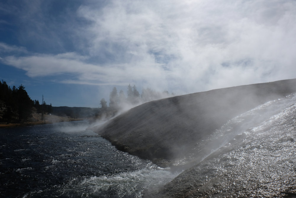 A roaring hot spring - Yellowstone