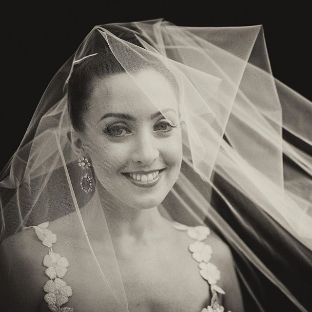 Happy Anniversary to this beauty! 🥂 . . . #weddingblog #weddingblogger #loveauthentic #junebugweddings #weddingphotos #weddingmoments #bridebook #vscowedding #huffpostweddings #newyorkweddingphotographer #nycweddings #theknot #radlovestories #photobugcommunity @wedphotoinspiration @greenweddingshoes