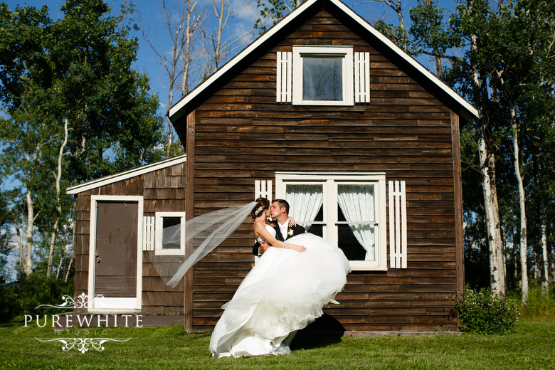 barn_field_hay_lakes_trail_wedding005