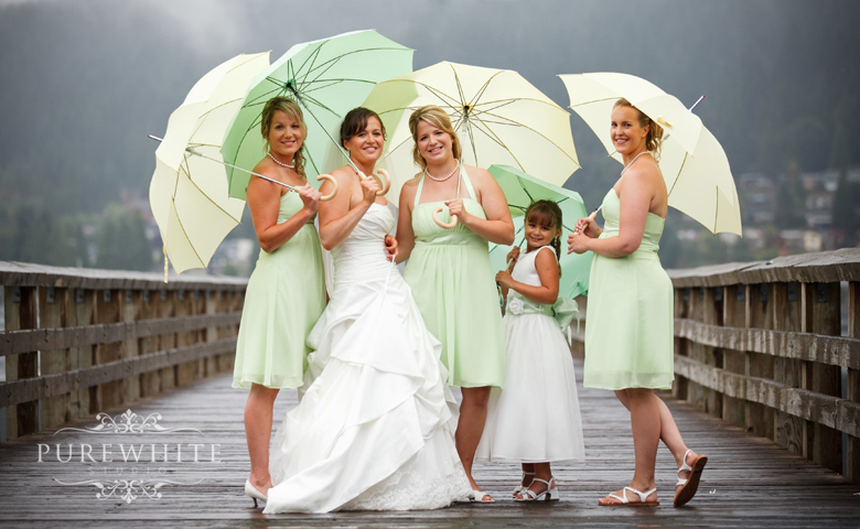 port_moody_wedding_rain_umbrella004.jpg