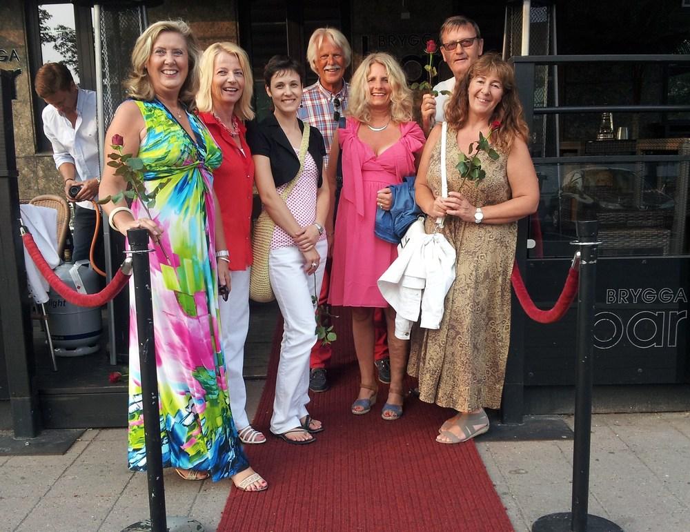 På den røde løper    12. juli var det duket for premierevisning på Hjertnes, med påfølgende premierefest på Brygga Bar.