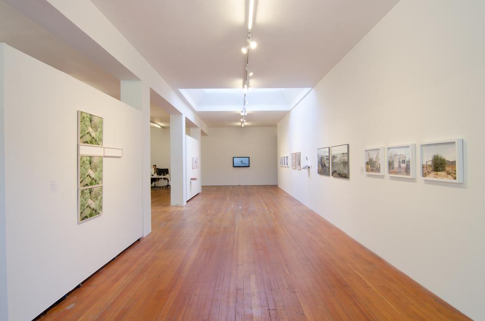 Existe lo que tiene nombre, installation view. Image courtesy of Benjamin Hoffman.