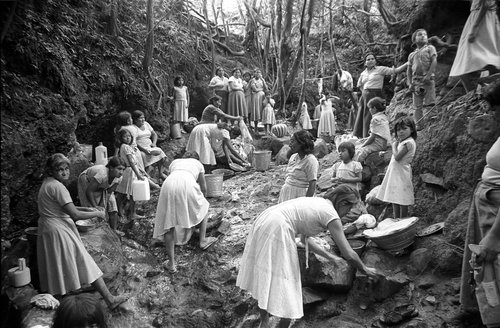 Steve Cagan,  Women doing laundry, Colomoncagua, Honduras,  1988