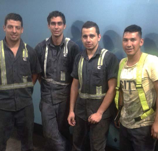 Joven-de-La-Esquina-recibe-beca-del-Instituto-Vargas-Matamoros.jpg