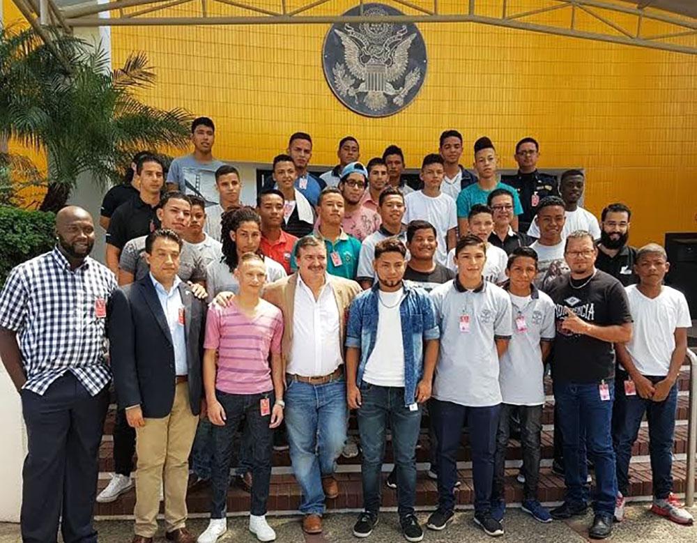 Visita-BUGOS-y-CFF-a-Embajada-USA2.jpg
