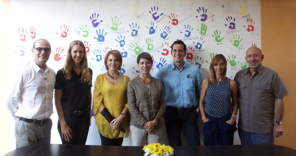 Edgar Mata, Anna Zimbrick, Mónica Vul, Edna Camacho, Jose Aguilar, Yolanda Lacoma y Edgar Ayales. (No presentes en la foto: Gabriela Saborío y Jorge Vargas Cullell)