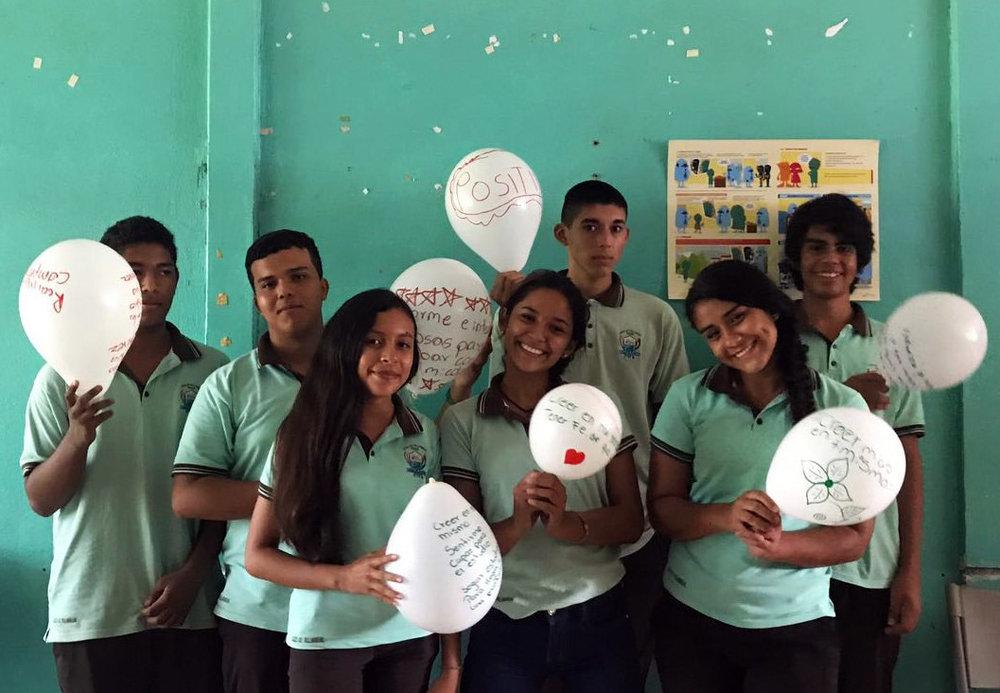 Primer Taller: Alianza Futuro Brillante y FAJ - El 23 de agosto, los 10 beneficiarios de la alianza entre Futuro Brillante y FAJ, estudiantes del Liceo Villarreal y vecinos de la zona de Matapalo, iniciaron con la primera sesión del Programa de Empleabilidad Juvenil FAJ.