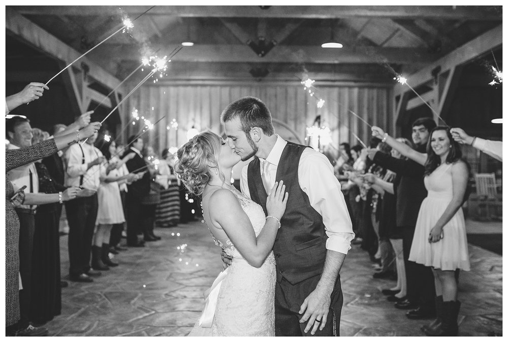 everleigh-photography-cincinnati-wedding-photographer-rolling-meadows-ranch-cincinnati-wedding-photography-wedding-photo-ideas-kristin-and-keegan46