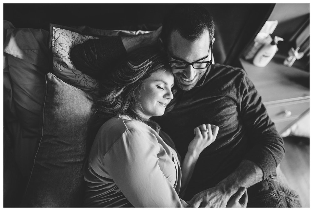everleigh-photography-cincinnati-wedding-photographer-in-home-engagement-session-hannah-and-nathan-07