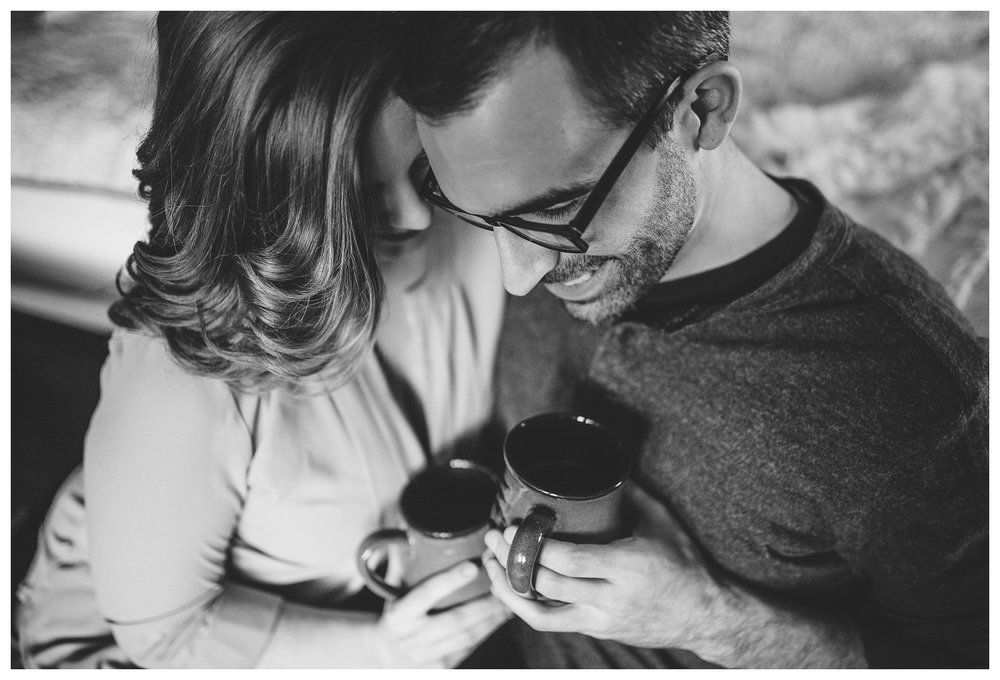 everleigh-photography-cincinnati-wedding-photographer-in-home-engagement-session-hannah-and-nathan-10