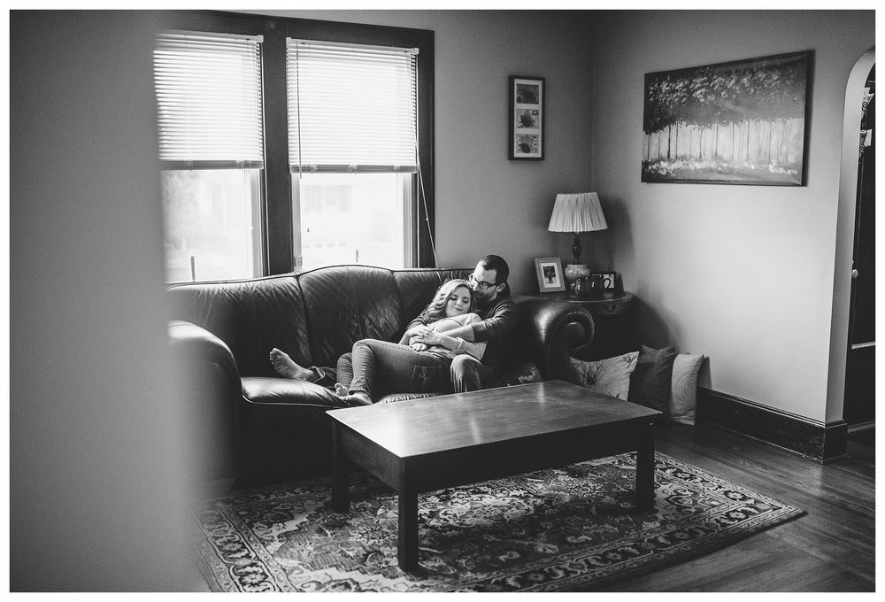 everleigh-photography-cincinnati-wedding-photographer-in-home-engagement-session-hannah-and-nathan-13