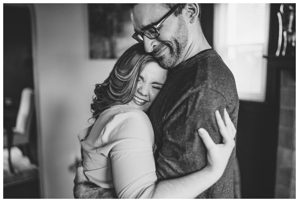everleigh-photography-cincinnati-wedding-photographer-in-home-engagement-session-hannah-and-nathan-20