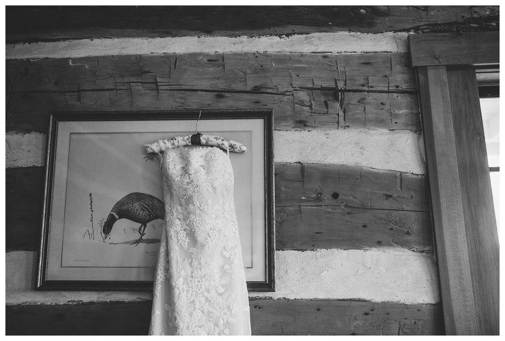 everleigh-photography-northern-kentucky-wedding-photographer-rustic-cabin-wedding-cincinnati-wedding-photographer-wedding-photo-inspiration-wedding-decor-inspiration-03