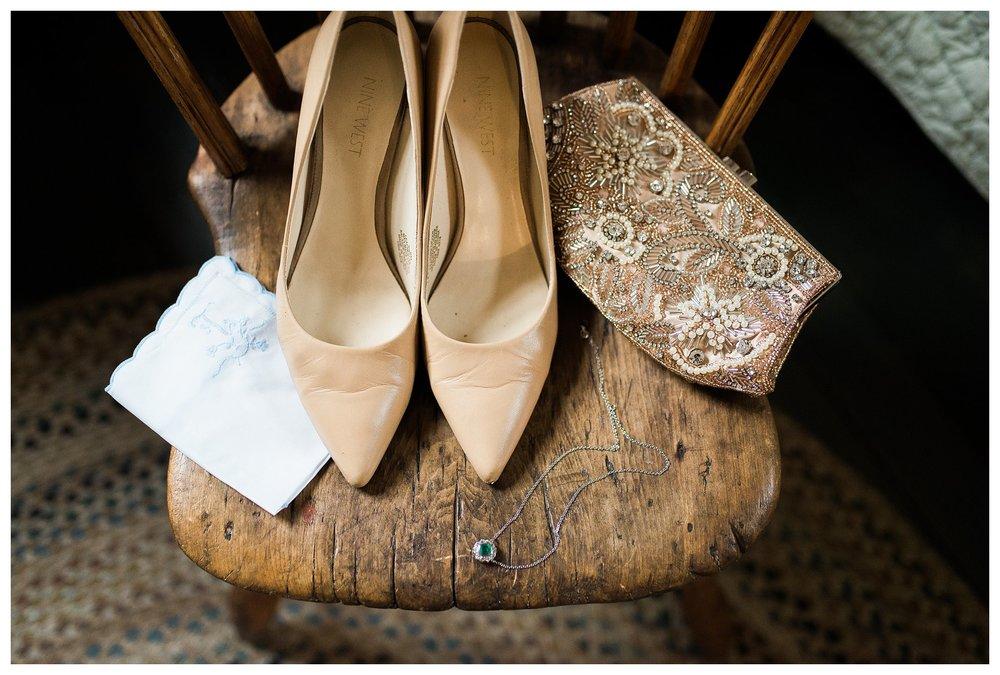 everleigh-photography-northern-kentucky-wedding-photographer-rustic-cabin-wedding-cincinnati-wedding-photographer-wedding-photo-inspiration-wedding-decor-inspiration-04