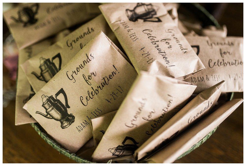 everleigh-photography-northern-kentucky-wedding-photographer-rustic-cabin-wedding-cincinnati-wedding-photographer-wedding-photo-inspiration-wedding-decor-inspiration-14