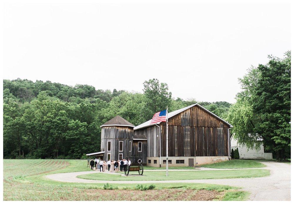 everleigh-photography-cincinnati-wedding-photographer-1913-heartland-barn-northern-kentucky-weddiing-photographer-amanda-and-chris-27
