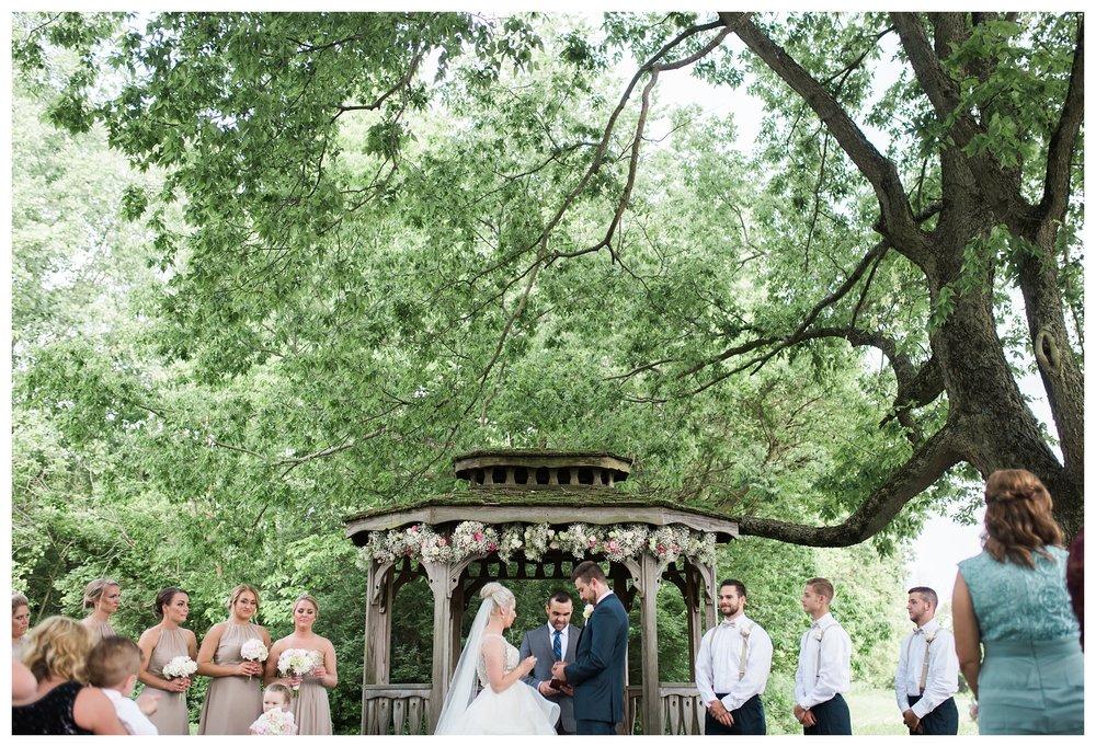 everleigh-photography-cincinnati-wedding-photographer-1913-heartland-barn-northern-kentucky-weddiing-photographer-amanda-and-chris-32