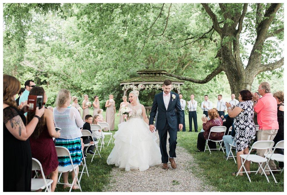 everleigh-photography-cincinnati-wedding-photographer-1913-heartland-barn-northern-kentucky-weddiing-photographer-amanda-and-chris-35