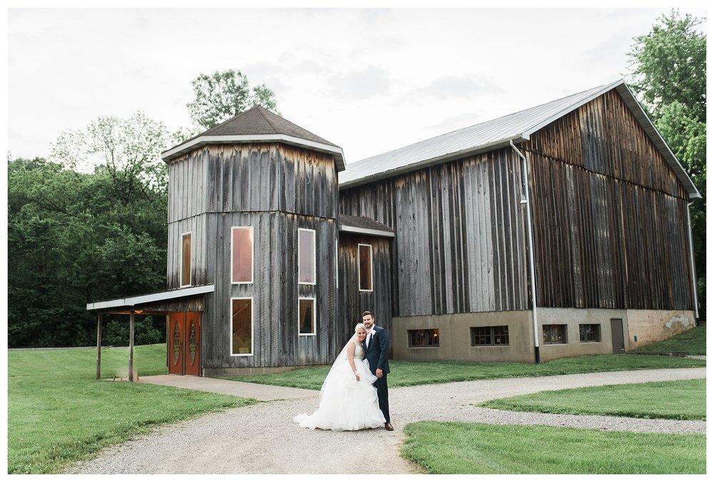 everleigh-photography-cincinnati-wedding-photographer-1913-heartland-barn-northern-kentucky-weddiing-photographer-amanda-and-chris-38