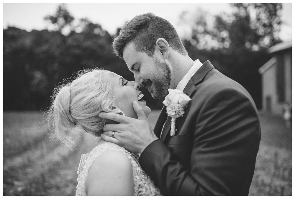 everleigh-photography-cincinnati-wedding-photographer-1913-heartland-barn-northern-kentucky-weddiing-photographer-amanda-and-chris-42