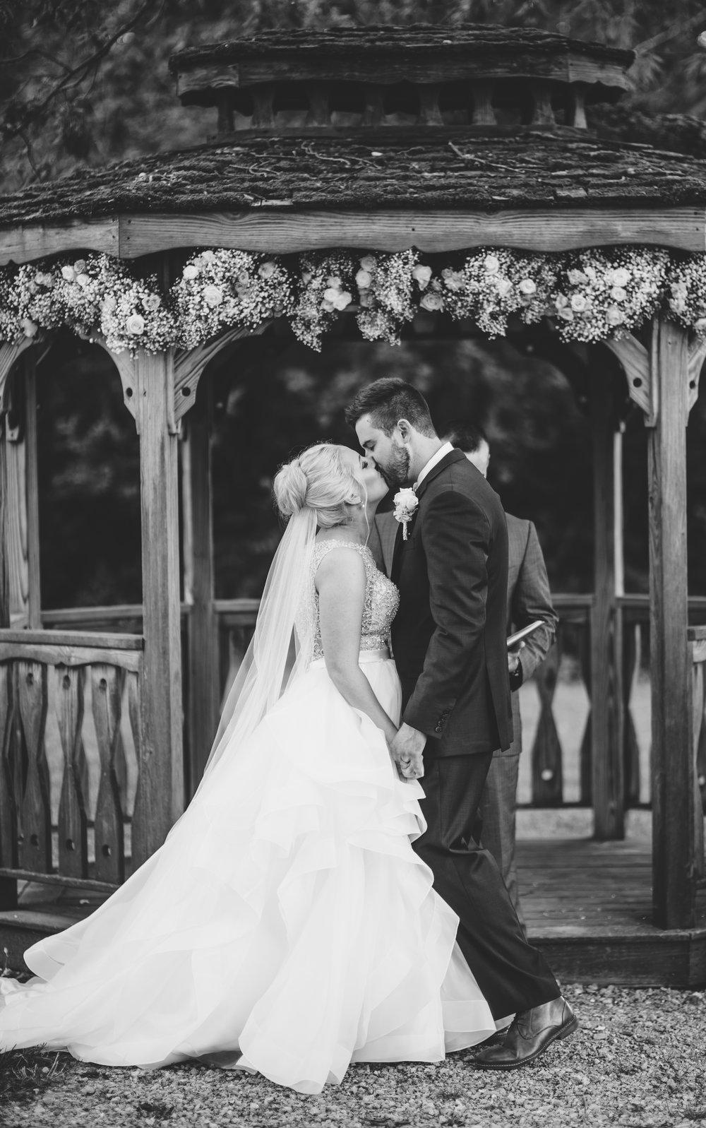 everleigh-photography-cincinnati-wedding-photographer-1913-heartland-barn-northern-kentucky-weddiing-photographer-amanda-and-chris-51