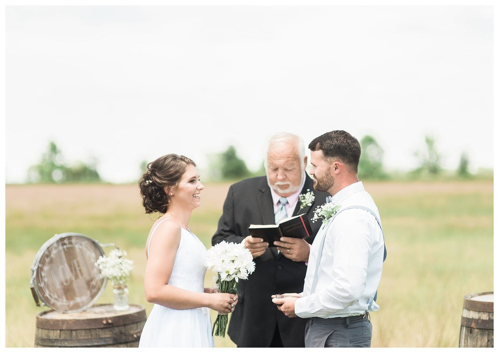 everleigh-photography.-cincinnati-wedding-photographer-at-the-barn-winery-12