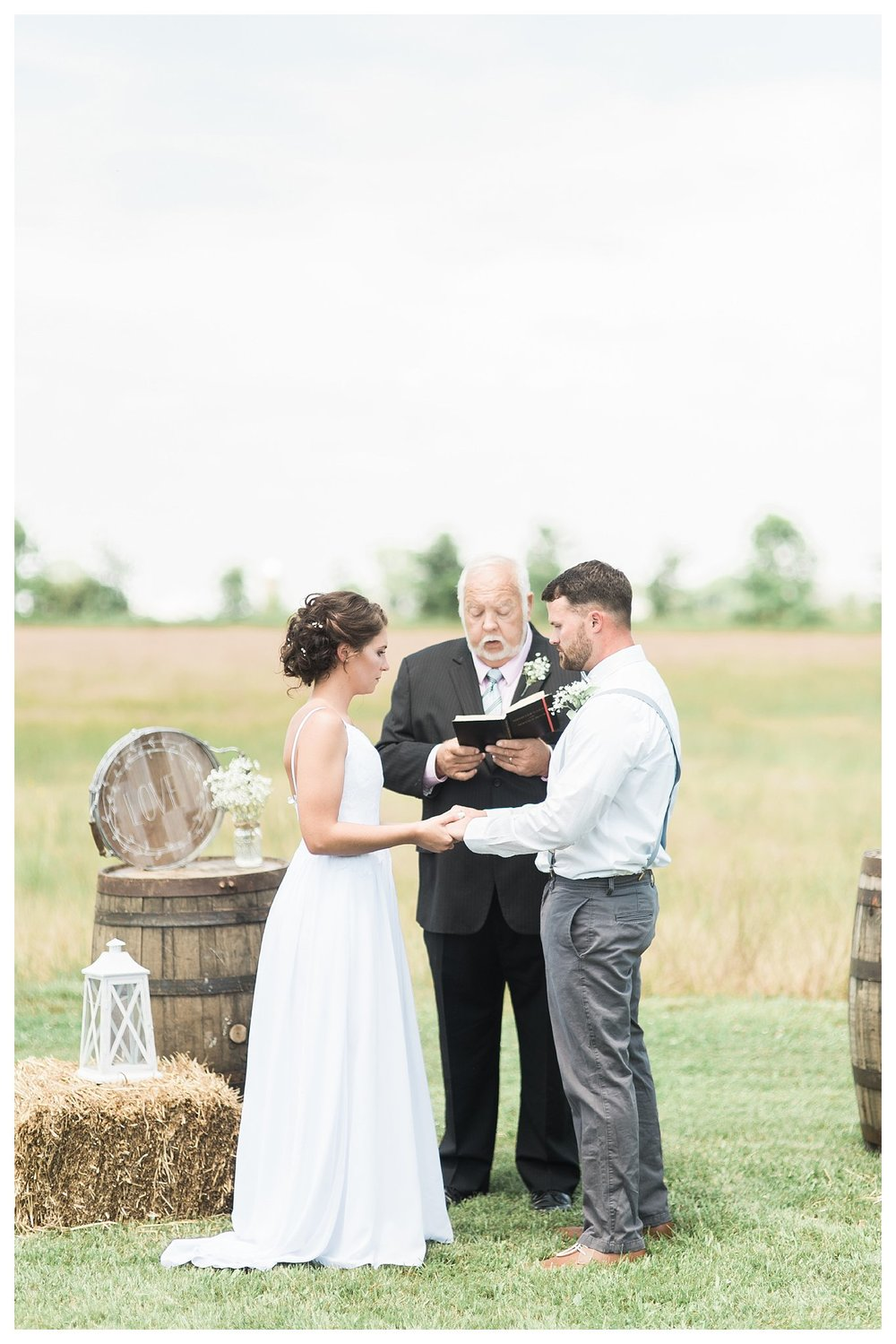 everleigh-photography.-cincinnati-wedding-photographer-at-the-barn-winery-13