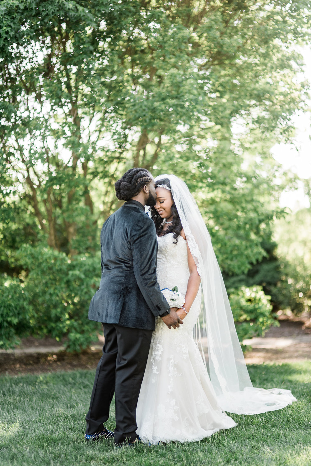 ashley-and-bryon-cincinnati-wedding-photographer-the-knot-feature-14