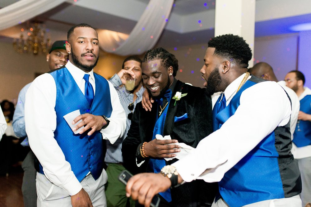 ashley-and-bryon-cincinnati-wedding-photographer-the-knot-feature-31
