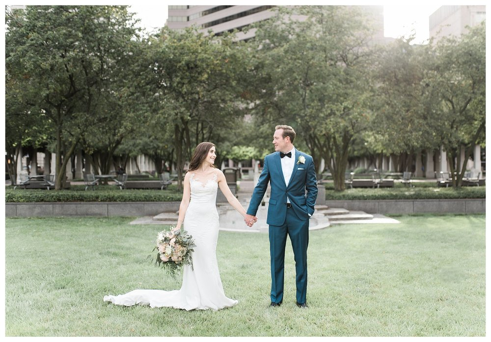 everleigh-photography-cincinnati-wedding-photographer-the-backstage-event-center-adamandlauren-45
