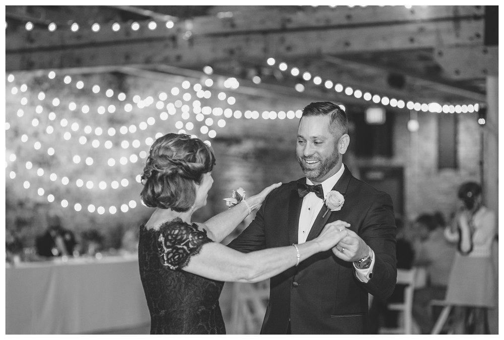 rhinegeist-wedding-everleigh-photography-cincinnati-wedding-photographer-the-singhoff-wedding-61