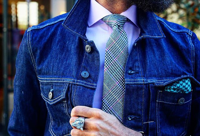 The details of @bonobos fall style appropriate. If you haven't crèche out their new brick in mortar in Houston I  encourage it. With @catalinawinemxr #theurbanesavant #ootd #wiwt #lotd #menswear #mensfashion #mensfashionreview #dapper #zaraman #tmof #classy #dope #fresh #swag #fashionista #fashionblogger #mensfashionblogger #simplydapper #streetstyle #spring #highfashionmen @mnswrmagazine  #houston #luxury #prettyflysociety #mensfashionpost