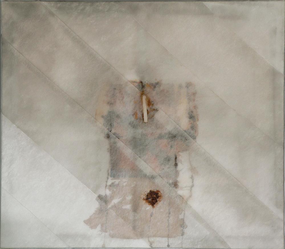 senza titolo, 1975, lana di vetro, candela, colla, petali su tela, cm 140 x 160  untitled, 1975, glass wool, candle, glue, petals on canvas, cm 140 x 160