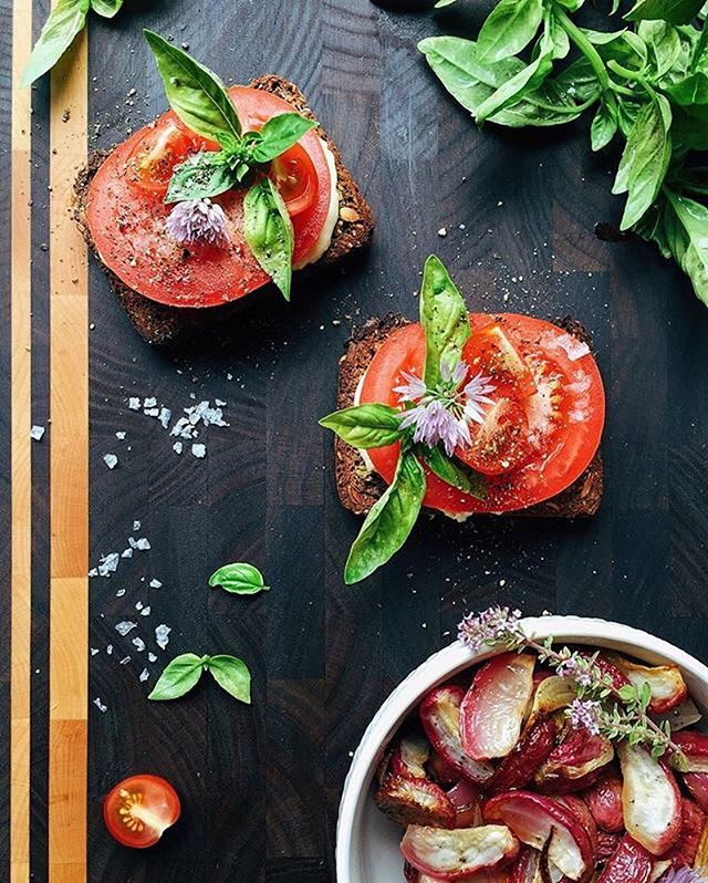 Nice looking cutting board and tomato & basil sandwiches w/ flake salt from 📷: @feedmedearly