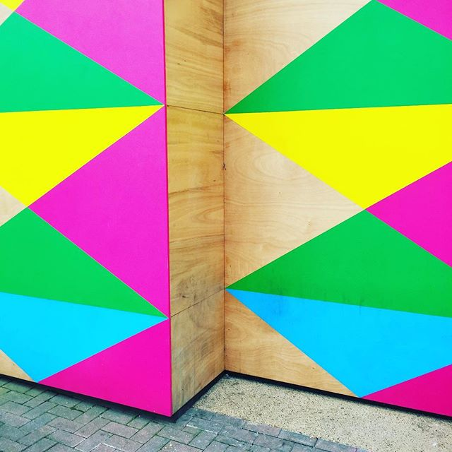 More POW by @moragmyerscough ✌🏽🌈💛 . . #design #moragmyerscough #art #streetart #battersea #london #colour #power #feelgood #fun #powerful #colourful #color #colourful #designer #style #inspiration #designspiration #wishididthat #shape #geometric #graphicdesign #triangles #stripes #3d #walls