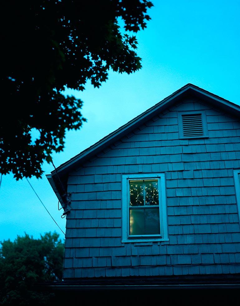 027764-x20-2-duskHouse_fv3.jpg
