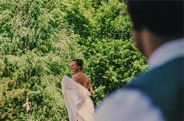 The first time a couple in love gets to see eachother. Gets me every time. . . . . . #portra400 #leicam4 #farmwedding #film #organicmoments #dreamersdiary #firstlook #lyons