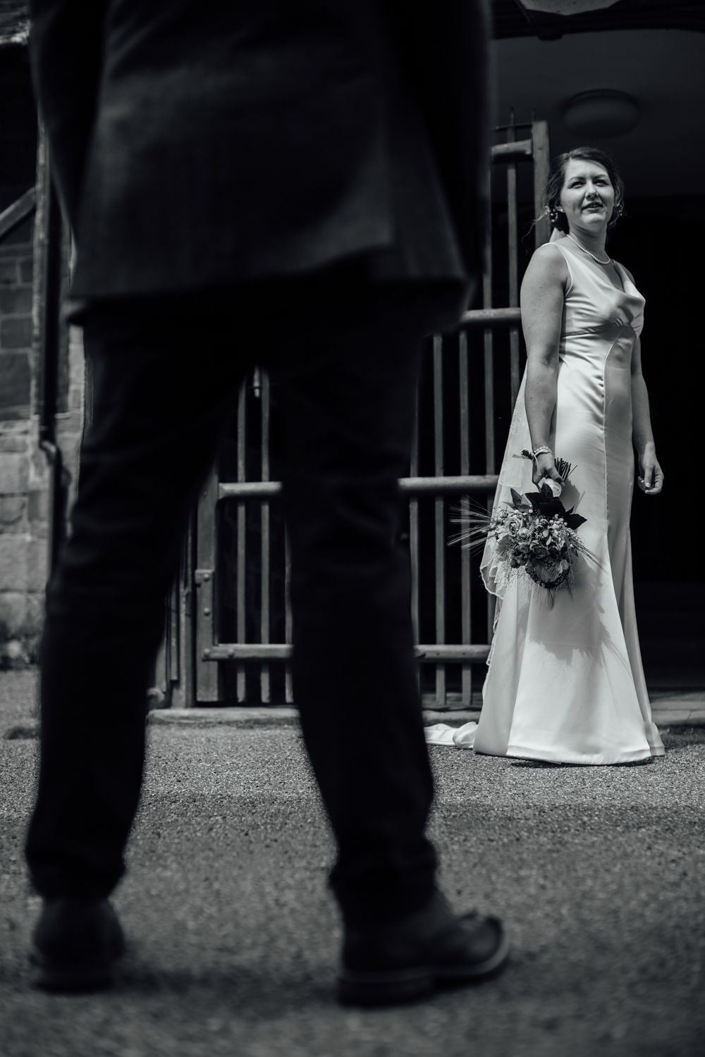 rustic wedding photographers rotherham (43).jpg